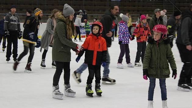 Ice party na zimním stadionu v Klatovech.
