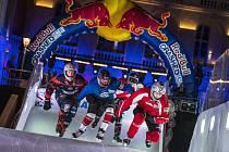 Václav Kosnar (červený dres) v závodě Red Bull Crashed Ice v Marseille 2017
