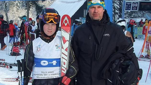 Nadějný lyžař Milan Koryťák z SA Špičák s otcem.
