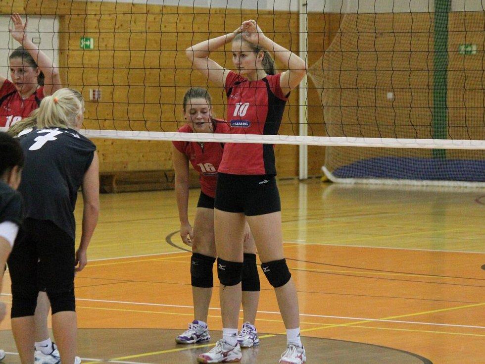 Krajský přebor I. třídy: SK Volejbal Klatovy (červené dresy) - TJ Lokomotiva Plzeň C 3:2 a 3:1