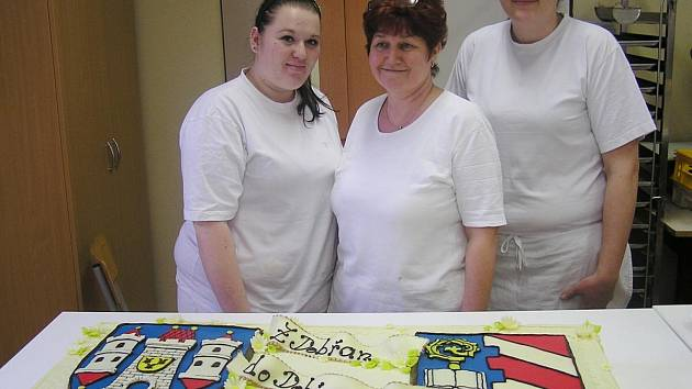V Horažďovicích upekli třicetikilový dort pro Dobřany