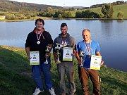 Medailisté rybářských závodů Marek Vican, Václav Černý a Jan Suchý (zleva).