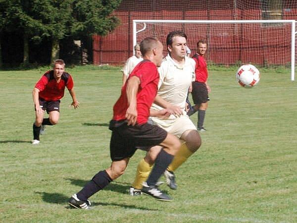 Fotbal Běšiny - Velhartice (červené dresy)