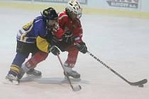 Krajská liga mladších žáků: HC Klatovy (v červeném) - IHC Písek 12:0.