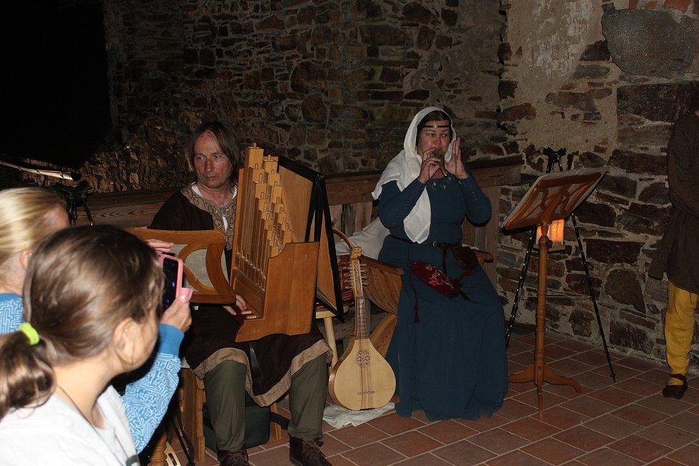 Středověcí hudebníci.