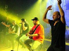 Klatovský koncert skupiny Harlej dostal návštěvníky pěkně do varu