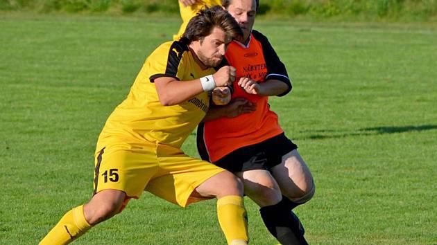 Fotbalisté SK Bolešiny (ve žlutém).