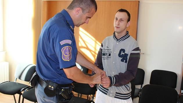 Bezdomovci Václavu Dražskému hrozí za znásilnění a další trestnou činnost až 10 let vězení.