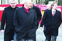 Igor Jakubčík (vpředu) bude sice poslancem, ale Klatovskou nemocnici neopustí.