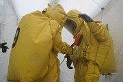 Cvičení na zimním stadionu v Klatovech, kde byl hlášen únik čpavku.