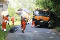 Opravy silnice v Obytcích.