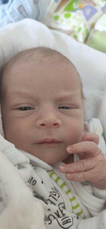 Martin Pazdera z Domažlic se narodil 28. května v 1:31 hodin v klatovské porodnici rodičům Petře a Michalovi. Při narození vážil 2710 g a měřil 49 cm. Doma se na brášku těšil skoro tříletý Davídek.
