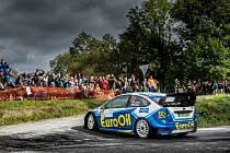 Posádka plzeňského EuroOil teamu Václav Pech – Petr Uhel na voze Ford Focus WRC vede průběžné pořadí mistrovství ČR v rallye.