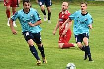 Fotbalisté SK Klatovy 1898 (červené dresy) míří do Katovic (v modrém), kde budou chtít odčinit sobotní porážku v Chebu.