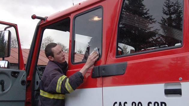 Železnorudští  hasiči se o víkendu pochlubili novou hasičskou technikou.