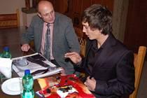 Motokárový vicemistr světa  ve službách italské stáje Birel Libor Toman z Klatov se ve středu odpoledne setkal na radnici se starostou Klatov Rudolfem Salvetrem.
