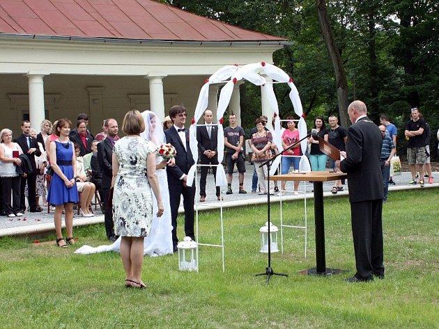 Svatba novomanželů Havlíčkových na Kolonádě v Klatovech.
