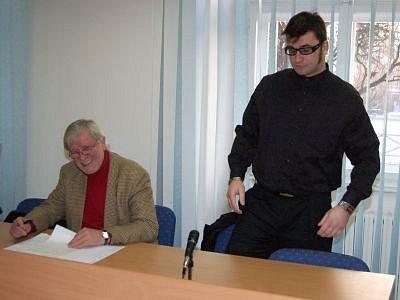 Marcel Oravec (vpravo) se svým obhájcem Jaroslavem Liškou