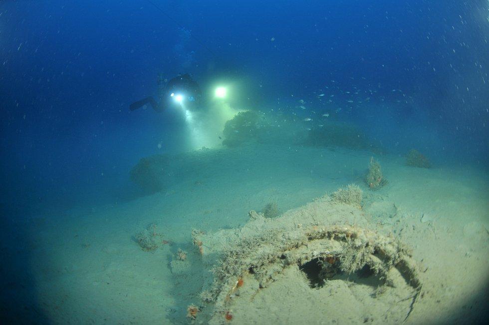 Czech Diving Team při potápění k ponorce U16.