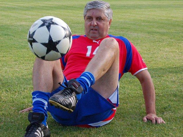 Bývalý slovenský obránce Karol Dobiáš horažďovickým diváků předvedl, že ze svého fotbalového umění vůbec nic nezapomněl.