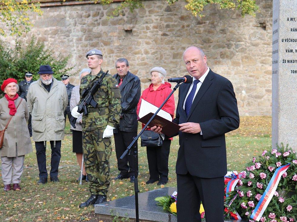 Město Klatovy uctilo 101. výročí vzniku samostatného Československa položením věnců a květin na památná místa.