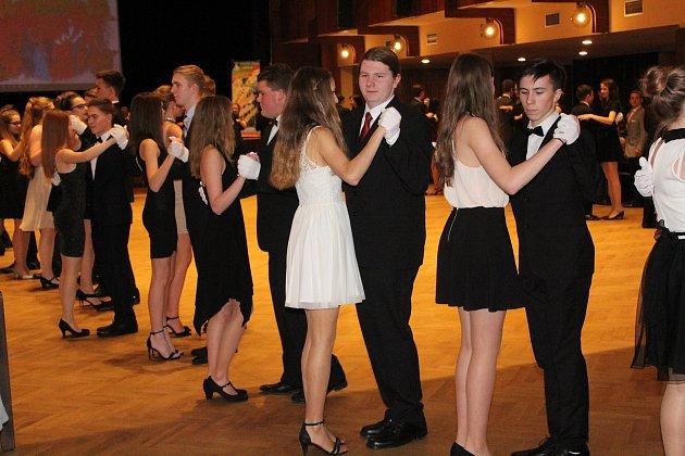 Kurz tance a společenské výchovy vKlatovech.