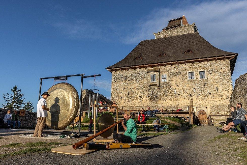 Bear Love a Ondřej Smeykal na hradě Kašperk.