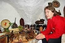 Ivan Rubáš zpřístupnil historické sklepy pod svým domem ve Vančurově ulici v Klatovech. Udělal z nich galerii starých věcí.