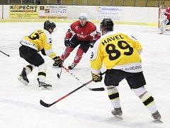 2. liga play-off 2016/2017: SHC Klatovy (červené dresy) - HC Moravské Budějovice 2005 5:2
