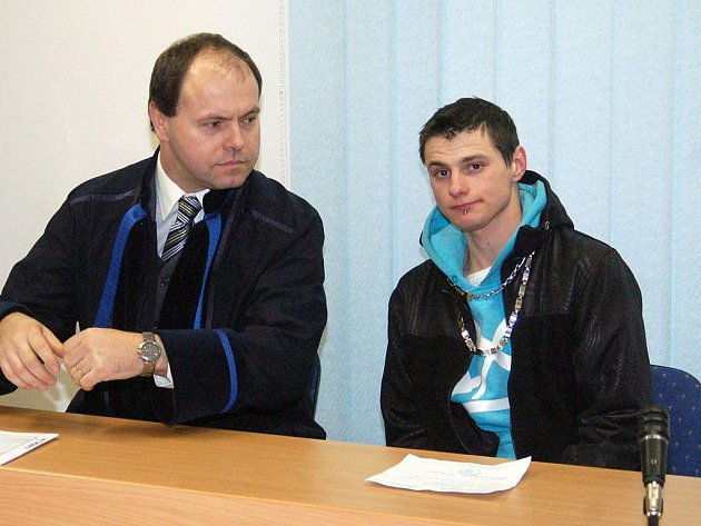 Obžalovaný Bohumil Gabrlík s advokátem.