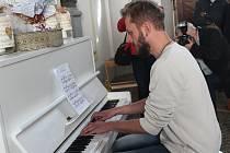 Piano v ulicích v Klatovech.