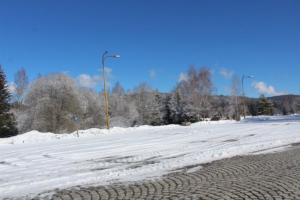 Parkoviště na Šumavě 6. března.