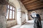 Zajímavostí hradu je dosud pro návštěvníky nepřístupný severní slavnostní sál, ve kterém byly objeveny fragmenty fresek.