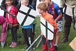 O pouti si děti zašermovaly s rytíři.