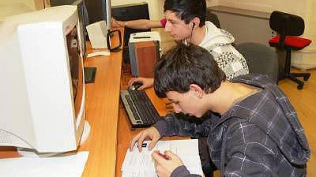 Škola v Chanovicích nabízí žákům stejné možnosti, jako škola ve městě.