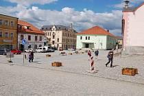 Opravy náměstí v Kašperských Horách