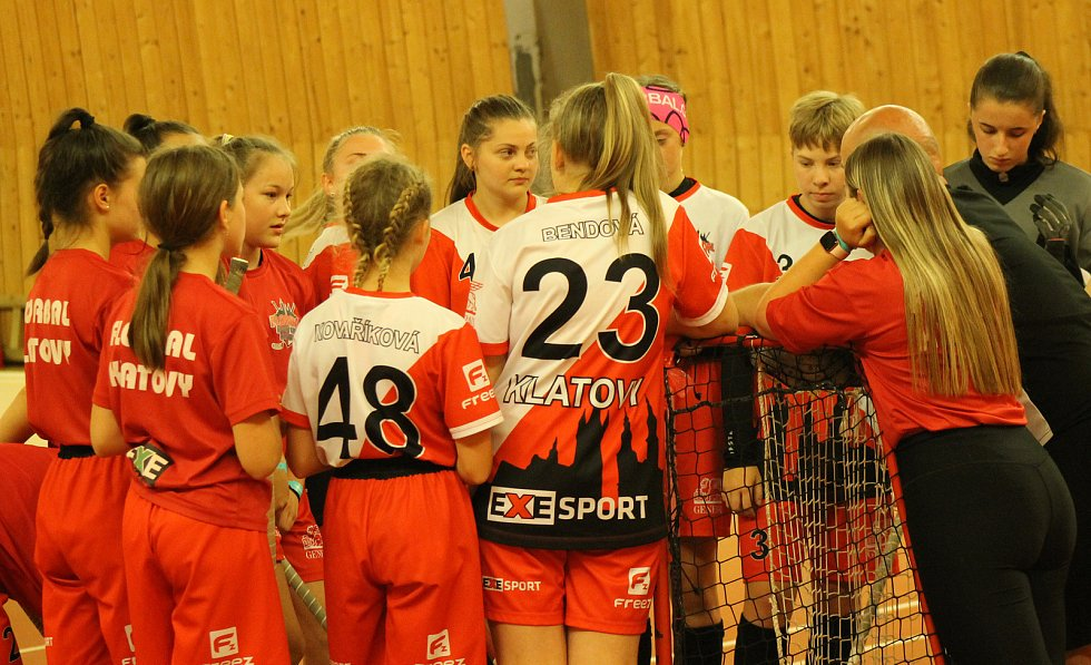 PG 2020 - G14: Sport Club Klatovy (bíločervené dresy) - Tigers Start98 Kunratice (oranžové dresy).