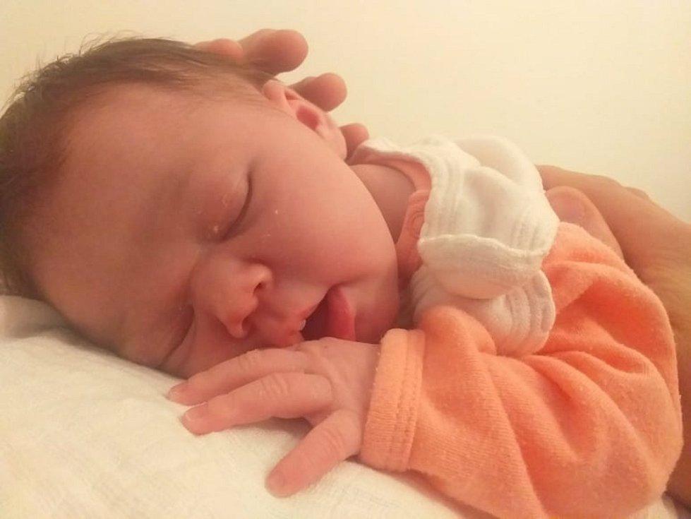 Izabela Mičkalová ze Svéradic se narodila ve strakonické porodnici 8. října ve 13:40 hodin (3800 g, 49 cm). Rodiče Alena a Petr se na své prvorozené miminko moc těšili a dopředu věděli, že se jim narodí holčička.