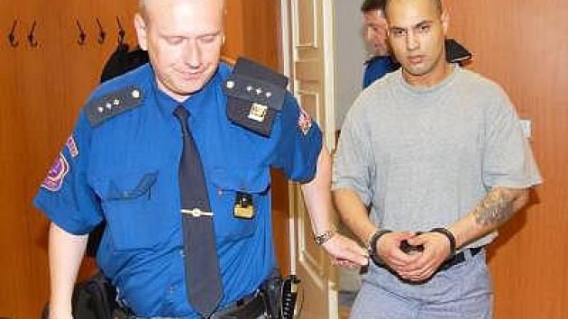 K soudu přivedla Jana Kostku vězeňská eskorta.