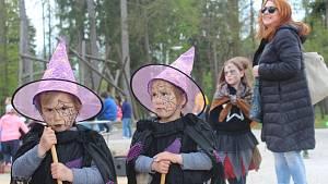 Na ostrov Santos v Sušici se v úterý slétli čarodějnice a čarodějové.