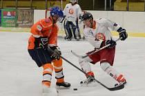 Šumavská liga amatérského hokeje: HC Tango (v bílém) - AHC Vačice 4:1.