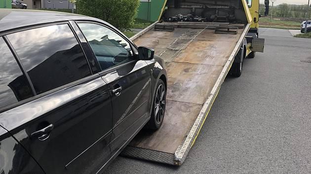 Odtah poškozeného auta.