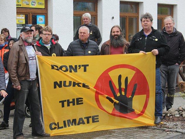 V sobotu 22. dubna se ve Velkém Boru konal Den proti úložišti.