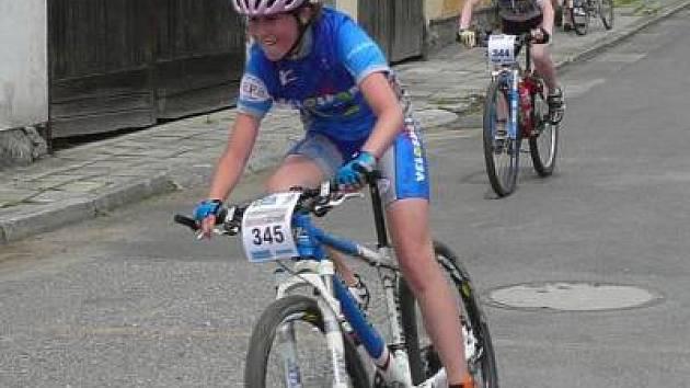 Dvanáctiletá reprezentantka Policejního sportovního klubu Klatovy Veronika Vlčková  v devatenácti z  dvaceti letošních startů  v pohárových závodech horských kol stála na  stupních vítězů.