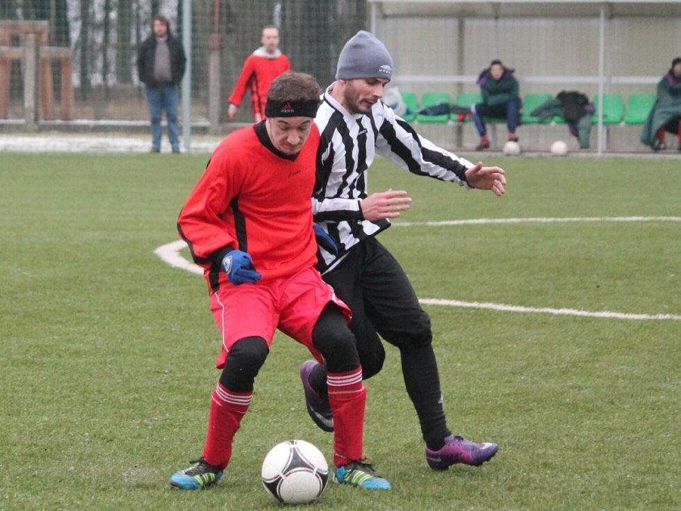 Zimní turnaj v Sušici: Nýrsko (v pruhovaném) - Luby 2:0.