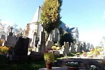 Hřbitov ve Velharticích.