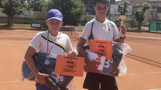 Vítěz oblastního přeboru starších žáků Lukáš Janoušek (vpravo) a druhý Otto Hertl postoupili na mistrovství ČR.