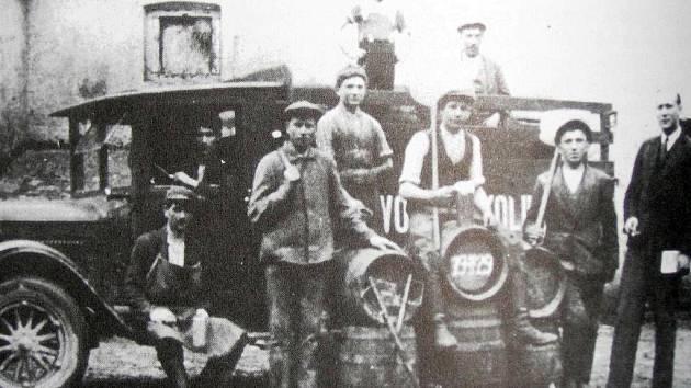 Dobový snímek z pivovaru v Kolinci ze třicátých let 20. století.