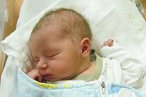 ONDŘEJ KOUBAze Sušice (3590 g, 51 cm)se narodil v klatovské porodnici 4. října ve 12.44 hodin, pro rodiče Lucii a Martina byl chlapeček překvapením. Syna přivítali na porodním sále společně. Doma se na něj těší Jáchym (8) a Vojtěch (6).