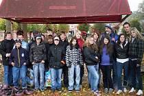 Čeští a němečtí školáci během třídenního soustředění navštívili i lanové centrum v Sušici.